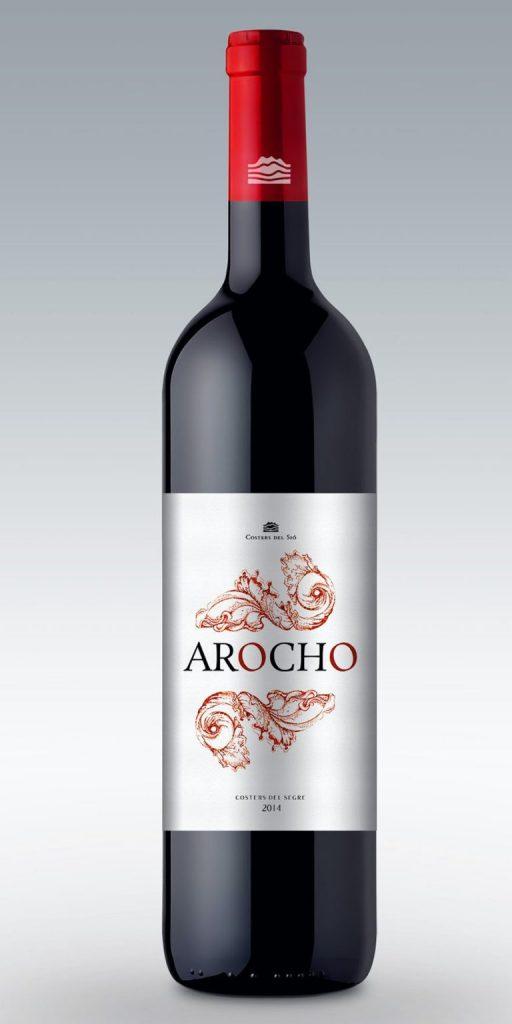 Bao bì rượu Arocho theo phong cách truyền thống sử dụng màu đỏ đậm gợi lên sự táo bạo của nho (Nguồn: Internet)