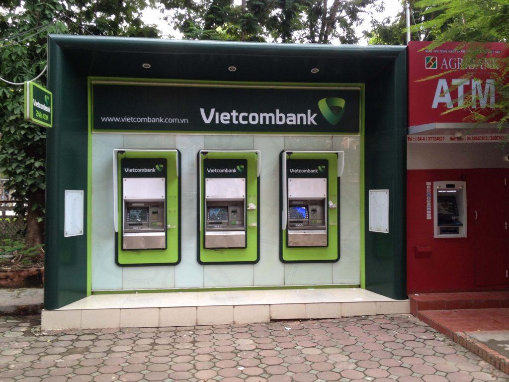 ATM rút tiền tự động của ngân hàng Vietcombank (Nguồn: Sưu tầm)