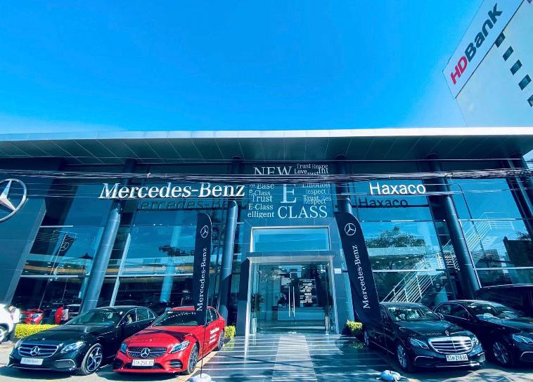 Biển hiệu trong thiết kế bộ nhận diện Mercedes-Benz