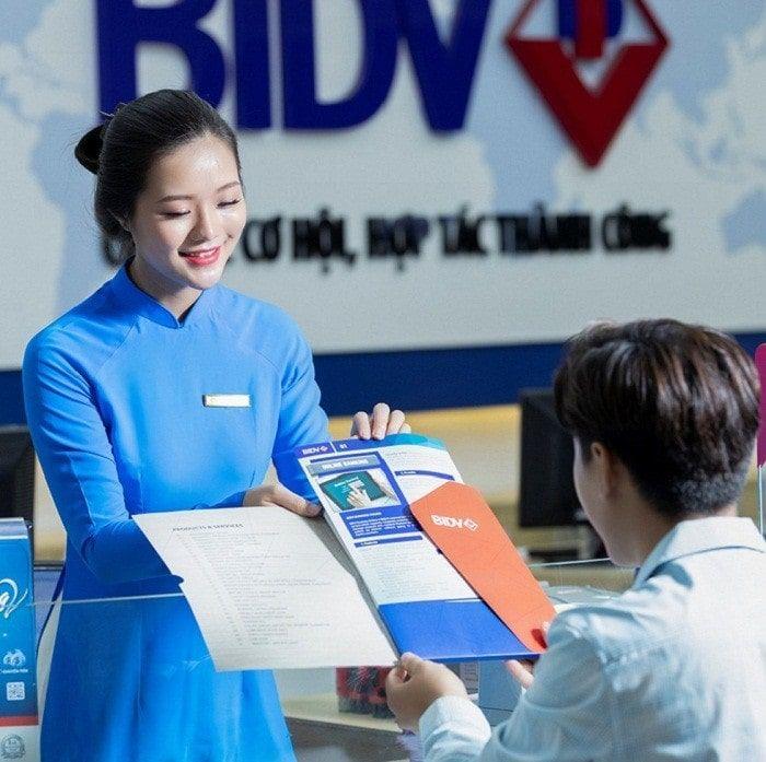 Đồng phục nhân viên ngân hàng BIDV (Nguồn: Sưu tầm)