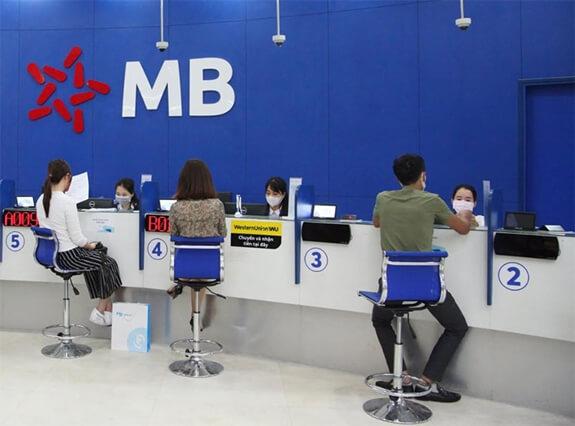 Quầy giao dịch trong ngân hàng (Nguồn: Sưu tầm)